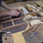 Stahlsaiten-Gitarre: Hobeln der Bodenleisten