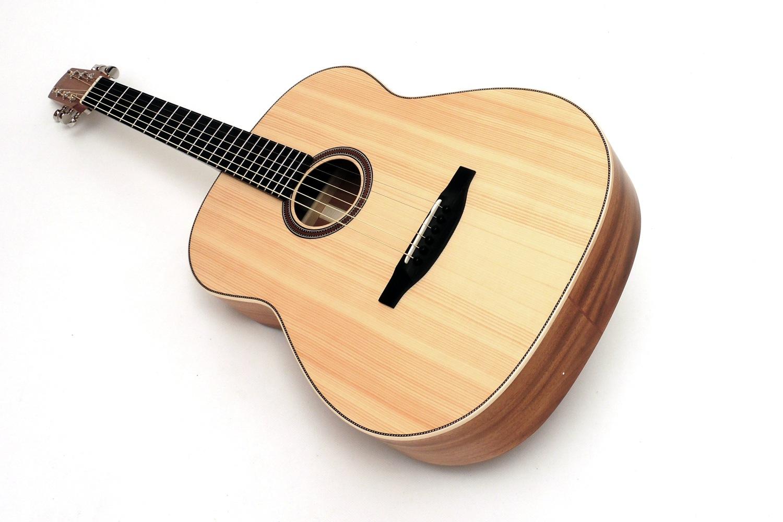 pt butternought 12 bund gitarre mit kleinem korpus stoll gitarrenbau. Black Bedroom Furniture Sets. Home Design Ideas