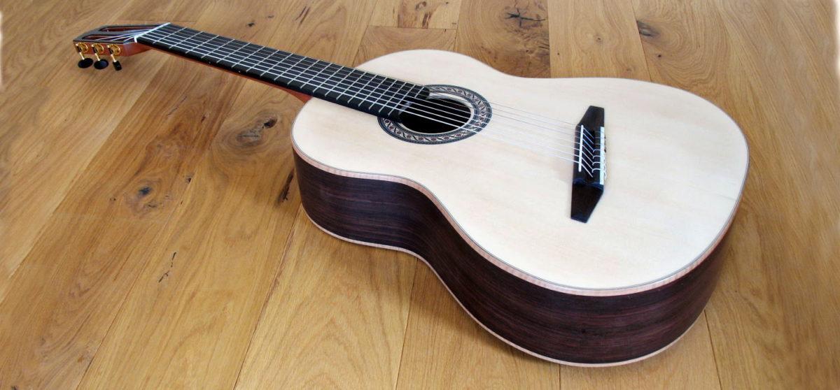 7-saitige konzert-gitarre mit Fanned Frets Fächerbünden