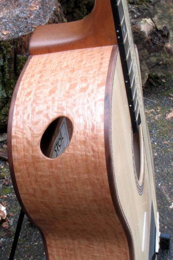 Gitarrenbau Christian Stoll: Ambition Fingerstyle Custom - Zargen aus indischer Silbereiche - Zargenschallloch