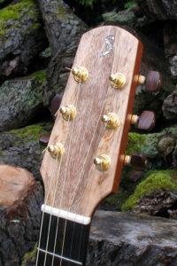 Gitarrenbau Christian Stoll: Westerngitarre Ambition Mango Kopf passend ebenfalls aus Mangoholz