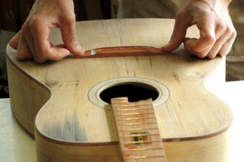 Westerngitarre aus Apfelweinfass Eiche