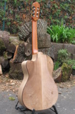 Gitarrenbau Christian Stoll: Nylonsaiten-Gitarre mit Walnuss Korpus