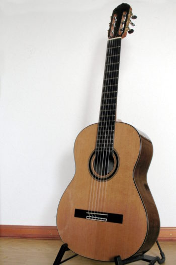 Gitarrenbau Christian Stoll: Konzertgitarre Classic Line Pro Mensur 63 mit breitem Griffbrett - frontal