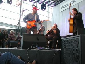 """Tony Sheridan und das Instrumentalensemble """"Chantal"""" 2004 auf der Musikmesse in Frankfurt"""