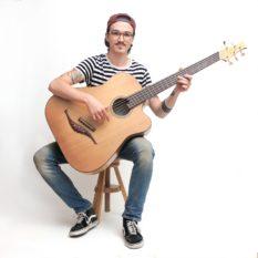 IQ Akustik Bass Handhabung Sitzen Gitarrenbau Christian stoll