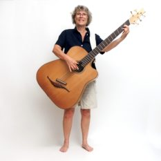 IQ Akustik Bass Handhabung Stehen Gitarrenbau Christian stoll