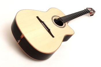 classic crossover groß cutaway zargenschalloch pickup stoll gitarrenbauer