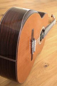 Stoll Gitarrenbauer Klassikgitarre Konzertgitarre Fanned Frets  mit Armauflage