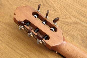 Konzertgitarre klassische Gitarre Fächerbünde fanned frets bevel Armauflage