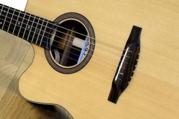 Linkshänder-Stahlsaiten-Gitarre mit Cutaway - Boden