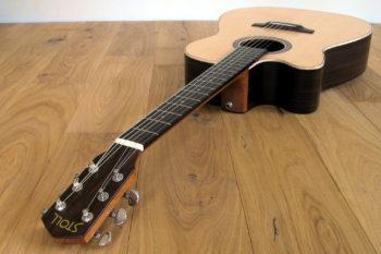 Linkshänder-Stahlsaiten-Gitarre mit Cutaway - Kopf