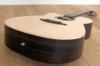 Linkshänder-Stahlsaiten-Gitarre mit Cutaway - Zarge