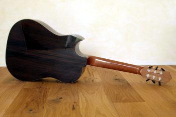 Nylonstring-Gitarre Alegra Hochglanz mit spitzem Cutaway und Abalone-Inlay - Boden