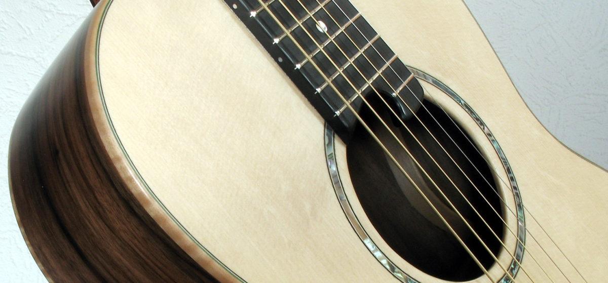 Gitarrenbau Christian Stoll: Parlour 62 amerikanische Walnuss - Rosette aus Perlmutt