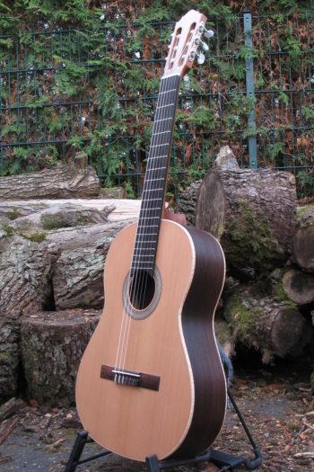 Gitarrenbau Christian Stoll: Nylonsaiten-Gitarre mit Boden und Zargen aus Palisander und AA Zederndecke