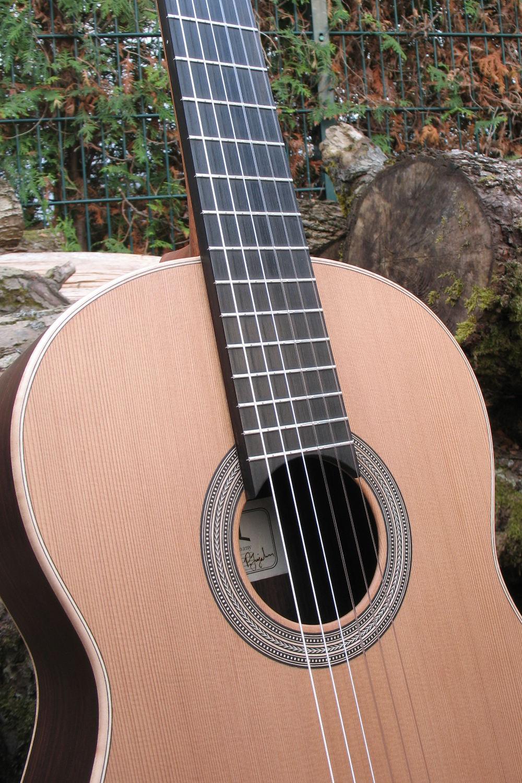 konzertgitarre mit breitem hals herringbone rosette palisander korpus. Black Bedroom Furniture Sets. Home Design Ideas