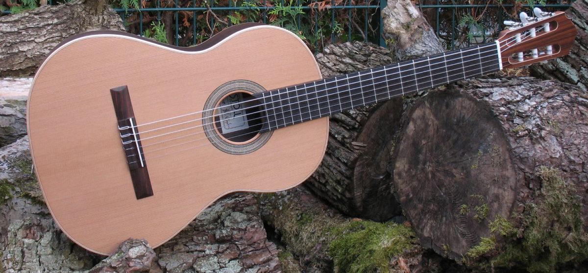 Gitarrenbau Christian Stoll: Nylonsaiten-Gitarre mit Boden und Zargen aus Palisander und AA Zederndecke - quer