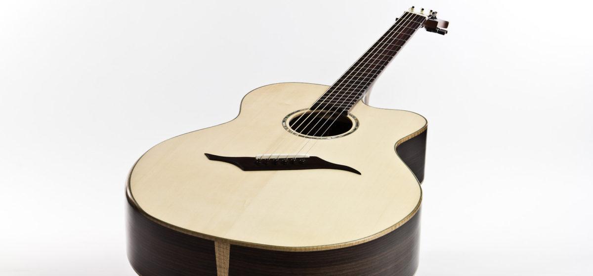 Gitarrenbau Christian Stoll: Jumbo Stahlsaiten-Gitarre IQ mit Fächerbünden, Armauflage und Zargenschallloch