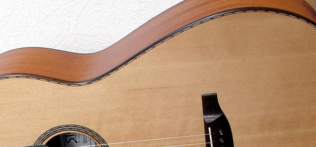 Gitarrenbau Christian Stoll: Stahlsaitengitarre Parlour mit Fichtendecke aus Sinkerwood