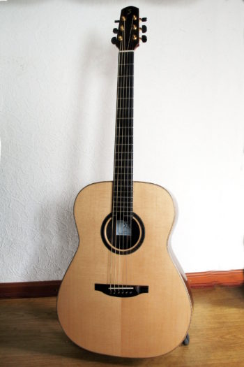 Gitarrenbau Christian Stoll: Stahlsaitengitarre Ambition Bariton Palisander Fichte