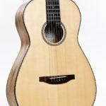 Gitarrenbau Christian Stoll: Stahlsaiten-Gitarre Ambition Parlour - Boden und Zargen aus gestocktem Mango