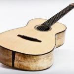 Gitarrenbau Christian Stoll: Steelstring-Gitarre Ambition Parlor - Boden und Zargen aus gestocktem Mango Decke aus Engelmannfichte