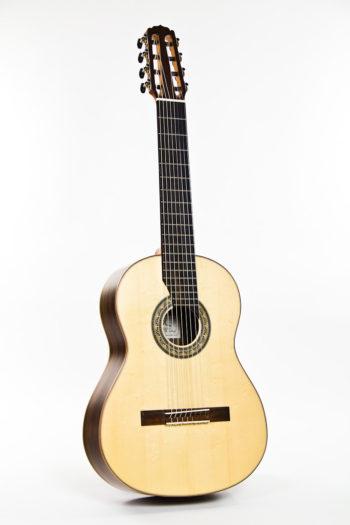 Gitarrenbau Christian Stoll: 8-saitige Konzertgitarre Classic Line I 8-string - frontal ganz