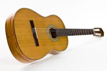 Gitarrenbau Christian Stoll: Klassische Gitarre für Schüler und Einsteiger Primera - schräg