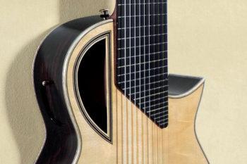 Achim Gropius - 10saitige Konzertgitarre mit seitlichem Schalloch