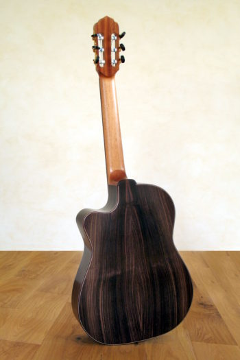 Konzertgitarre Alegra mit Thomastik Classic S-Saiten und Spezial-Rosette - Boden