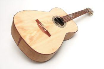 Fingerstyle Gitarre Apfelweinfass Eiche Fichte Decke Gitarrenbauer Stoll