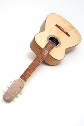 Fingerstyle Gitarre Apfelweinfass Eiche Fichte Gitarrenbauer Stoll