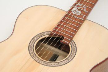 Fingerstyle Gitarre Apfelweinfass Eiche Fichte Rosette Inlay Gitarrenbauer Stoll