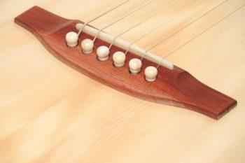 Fingerstyle Gitarre Apfelweinfass Eiche Fichte Steg Gitarrenbauer Stoll