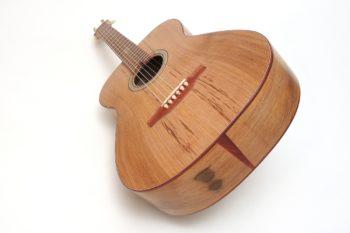 Fingerstyle Gitarre Apfelweinfass Volleiche Zargenfugenspan Gitarrenbauer Stoll