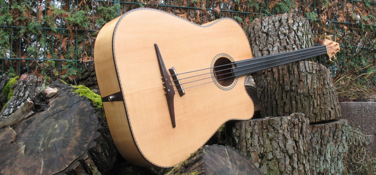 Gitarrenbau Christian Stoll: akustische Bassgitarre 4-saiter fretless