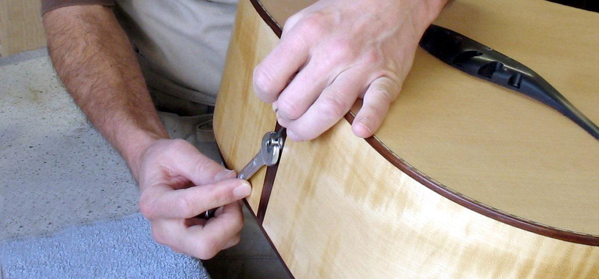 Einbau Endknopfbuchse Gitarre