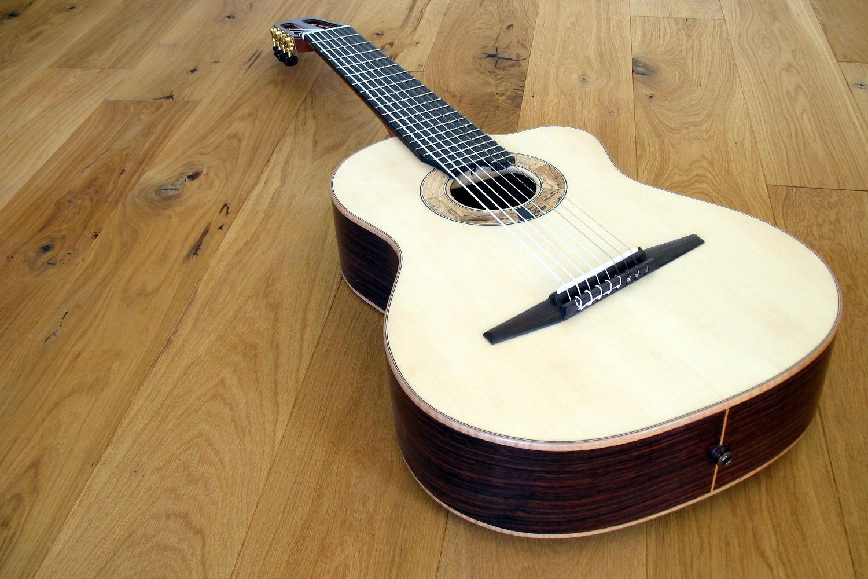 8 string klassische gitarre mit fanned frets cutaway pickup. Black Bedroom Furniture Sets. Home Design Ideas