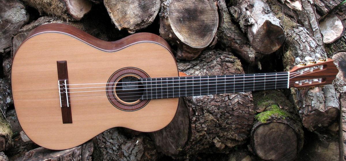 Klassische Gitarre mit schmalem Hals, Mensur 63