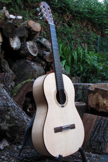klassische Gitarre teil-bundiert Primera Custom