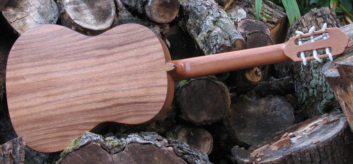 Klassische Gitarre Boden und Zargen aus indischer Walnuss
