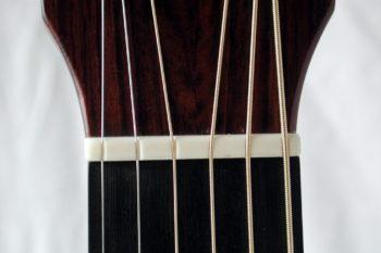 Gitarrenbau Christian Stoll: Sattel einer Linkshänder-Gitarre
