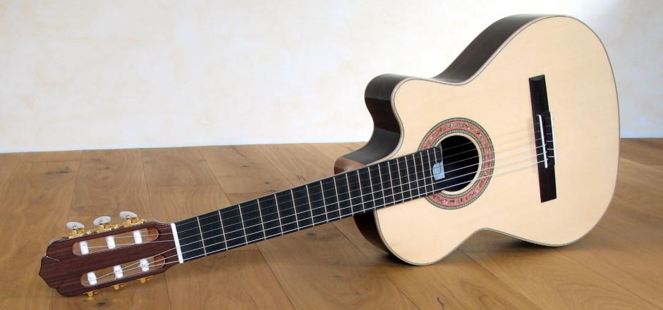 kleine gitarre f r kleine h nde mensur 55 5 cm cutaway. Black Bedroom Furniture Sets. Home Design Ideas