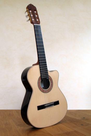 Kleine Nylonsaiten-Gitarre Mensur 55 cm Cutaway Hochglanz-Lackierung