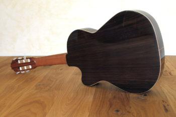 Kleine Nylonsaiten-Gitarre Mensur 55 cm Cutaway Hochglanz-Lackierung - Boden