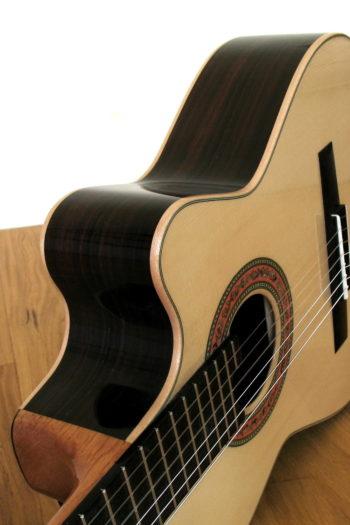 Kleine Nylonsaiten-Gitarre Mensur 55 cm Cutaway Hochglanz-Lackierung - Cutaway