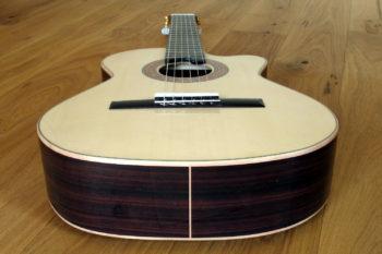 Kleine Nylonsaiten-Gitarre Mensur 55 cm Cutaway Hochglanz-Lackierung - Zargen