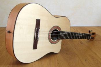 Nylonsaiten-Gitarre Mensur 63 tiefer Cutaway Zargenschallloch Schertler Mechanikenv