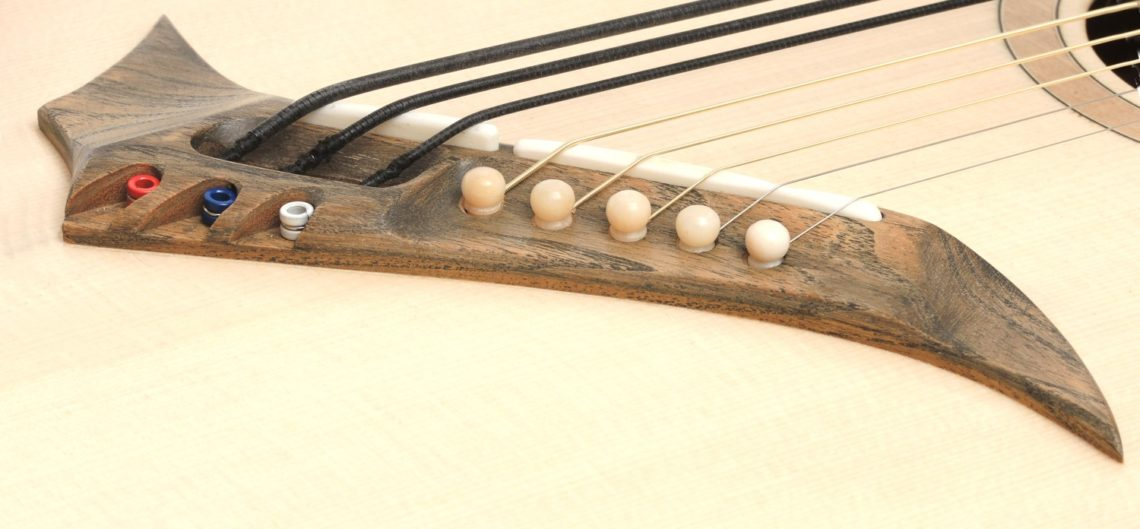 8-saitige Gitarre 3 Bass Saiten Fächerbünde